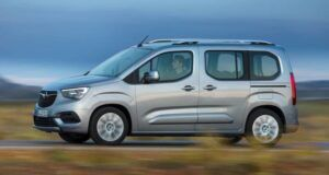 Renting opel combo-life